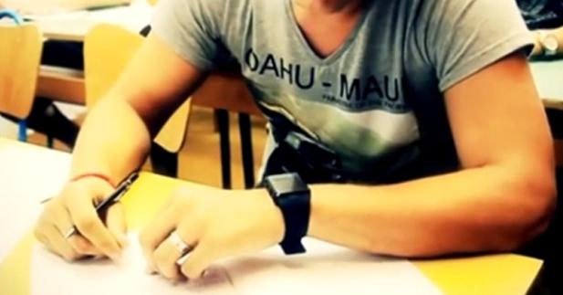 """الساعة الذكية """" 24Kupi """" للغش في الإمتحانات تباع رسميا على الأنترنت"""