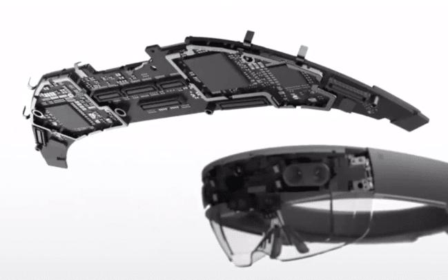 ما هي نظارة HoloLens وكيفية عملها؟