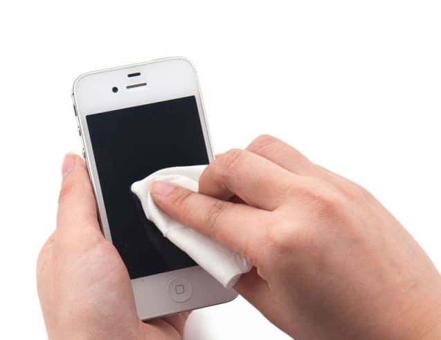 كيفية التعامل مع مشكلة سقوط الهاتف في الماء و طرق الحل 2