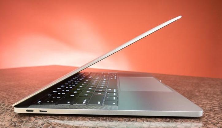 مراجعة أحدث أجهزة اللاب توب الجديدة من آبل MacBook Pro 2017 2