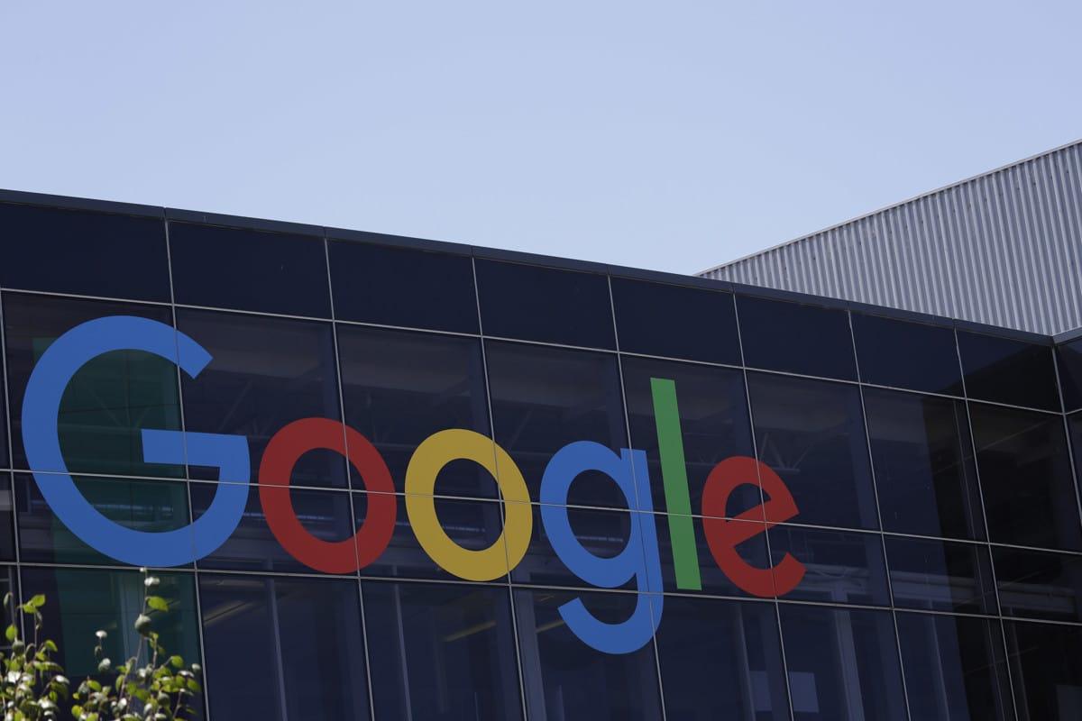 جوجل تفرض رسوم علي مصنعي الهواتف لوضع التطبيقات الخاصة بها علي هواتفهم 1