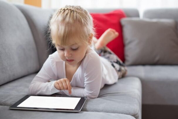 أفضل تطبيقات لتتحكم في هاتف طفلك 1