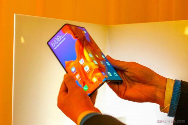 الإعلان رسمياً عن هاتف Mate X القابل للطي بسعر 2,600 دولار 2