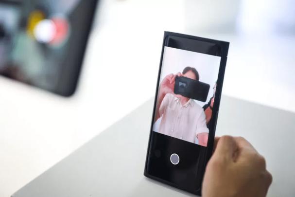 Oppo تستعد للإعلان عن اول هاتف بكاميرا امامية مخبئة تحت الشاشة 2