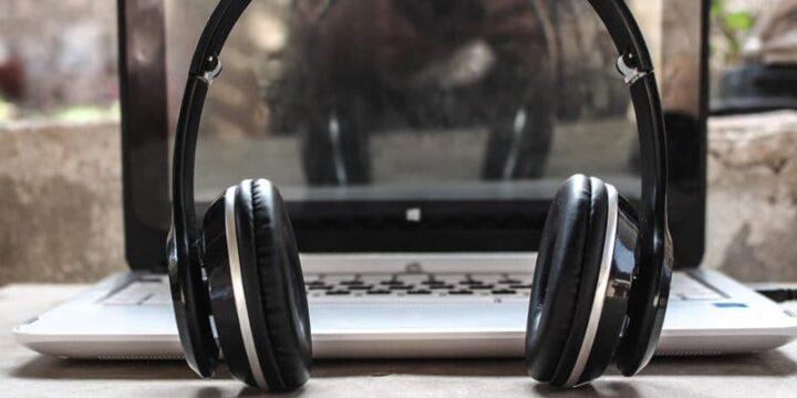 كيف تقوم بإعداد و استخدام سماعات الأذن الخاصة بك على Windows 10 1