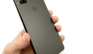 تصميمات هواتف Essential phone 2/3 الجديدة الملغية 3