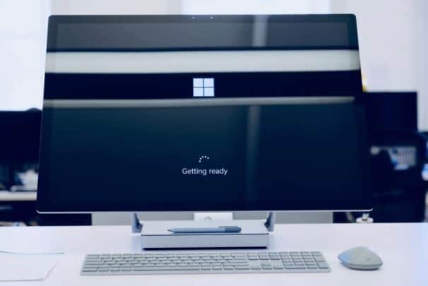 جميع مميزات تحديث Windows 2020 MS-surface-606x405.j